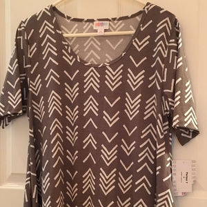 Lularoe Medium Perfect T Shirt Chevron/Arrow Gray